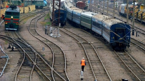 Пять пассажирских поездов задержались из-за пожара в Воронежской области