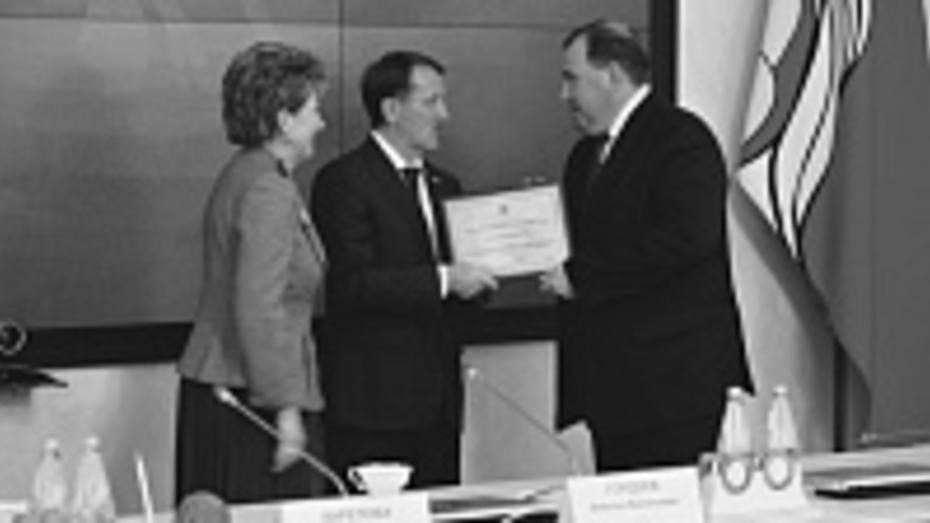 Глава Верхнемамонского сельского поселения Виталий Сайгаков стал «Лидером года»