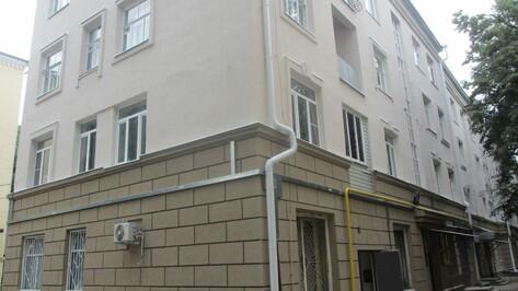В Воронеже отремонтировали дом с двумя снарядами времен ВОВ в стене