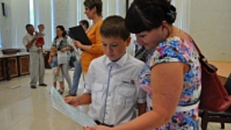 В Павловском районе 11 семей получили сертификаты на улучшение жилищных условий