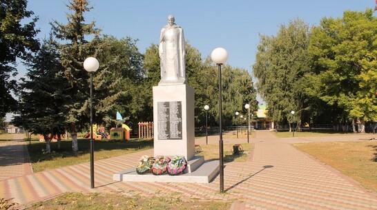 В хохольском селе Новогремяченское отреставрировали памятник погибшим воинам-землякам