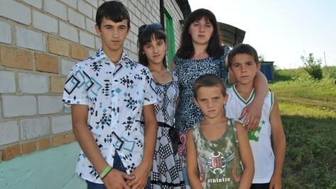 Губернатор подарил дом семилукским сиротам