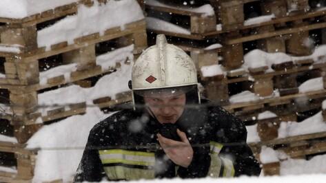 Спасатели локализовали пожар на хладокомбинате в Воронеже