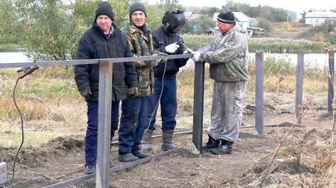 В верхнехавском селе местные жители обустроили кладбище