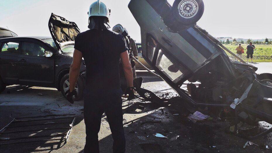 В Воронеже при столкновении легковушек 2 человека погибли и 2 пострадали