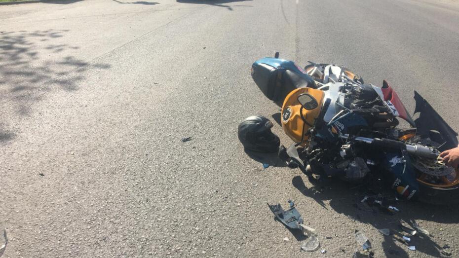 Мотоциклист погиб после столкновения с Nissan в Воронежской области