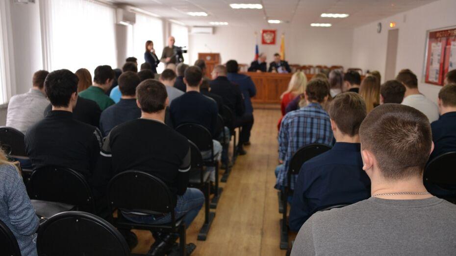 Воронежские студенты и курсанты массово заглянут в полицию
