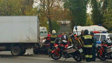 В Воронеже «ВАЗ» сбил пешехода и врезался в «Газель»
