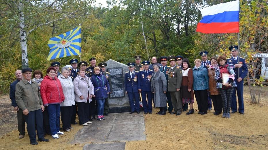 В Ольховатском районе установили мемориальную доску погибшим в 1942 году летчикам
