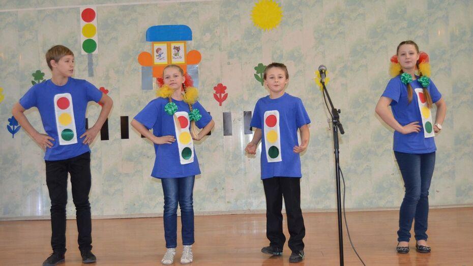 В Семилуках прошли соревнования юных инспекторов дорожного движения