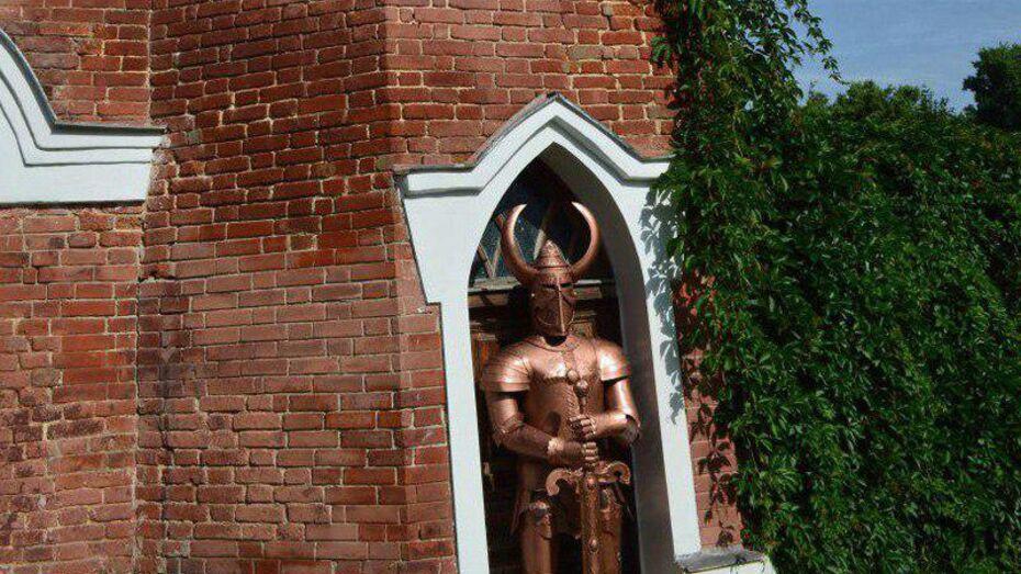 В Рамони установили статую средневекового рыцаря