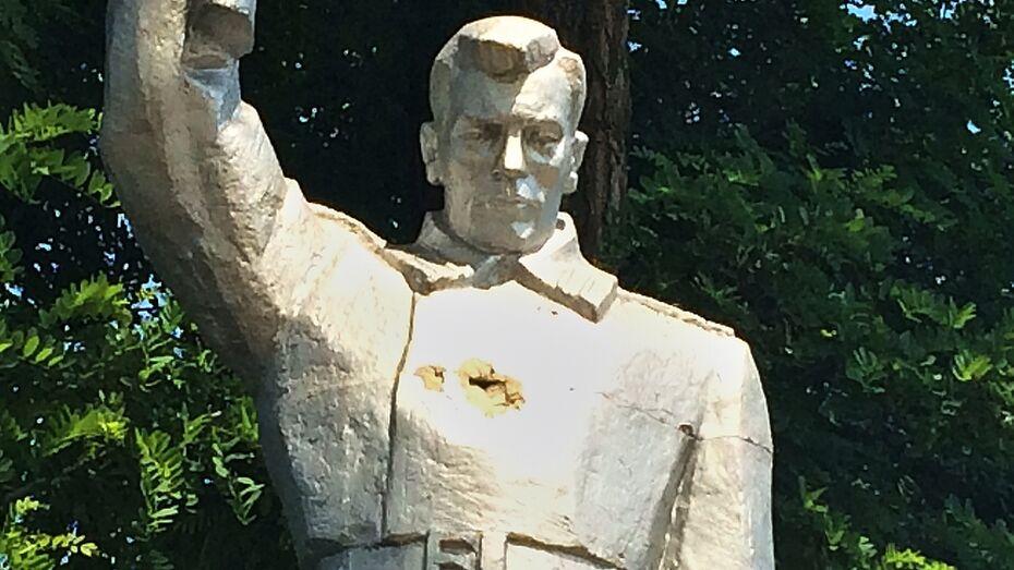 В Подгоренском районе неизвестные повредили памятник на братской могиле