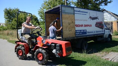 Многодетным родителям из Острогожского района подарили трактор