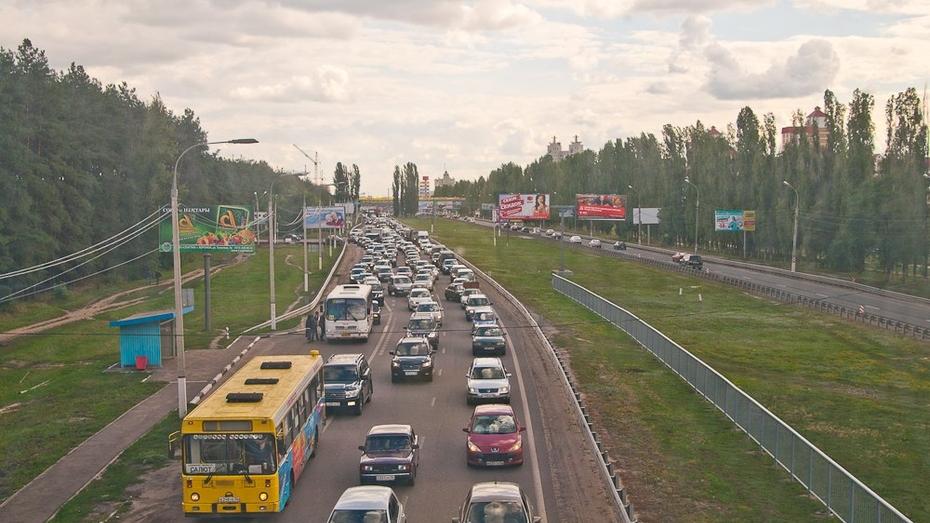 Трассу на въезде в Воронеж расширят до трех полос за 900 млн рублей