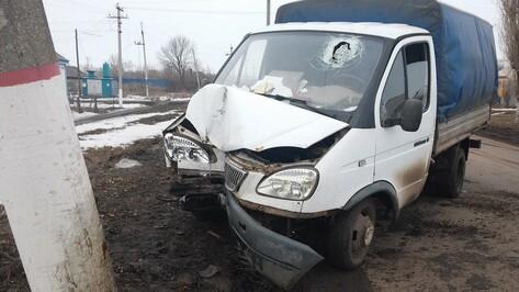 В Таловой «Газель» с уснувшим за рулем водителем врезалась в столб