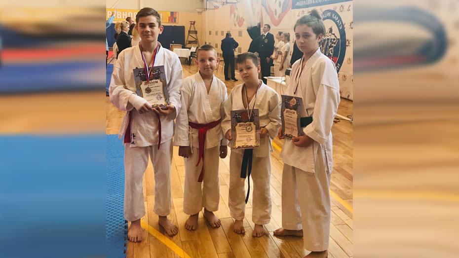 Бобровский спортсмен взял «золото» на областном турнире по карате