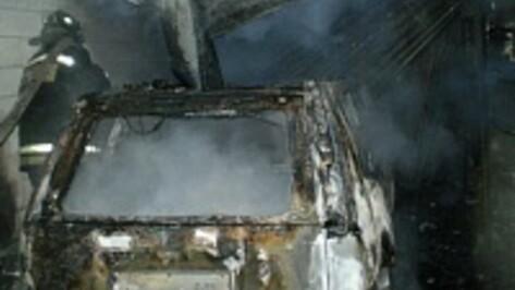 В воронежском Малышево сгорел Nissan