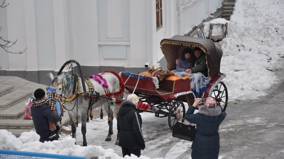Павловчанин с 25-летним семейным стажем привез жену венчаться в настоящей карете