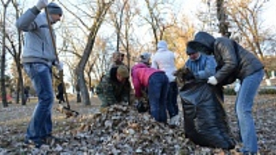 В Павловском районе на осенний субботник вышло более 3 тысяч человек