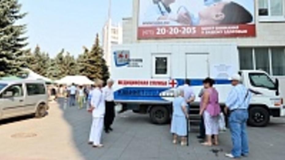 Врачи бесплатно обследовали воронежцев на акции «Летний день здоровья»