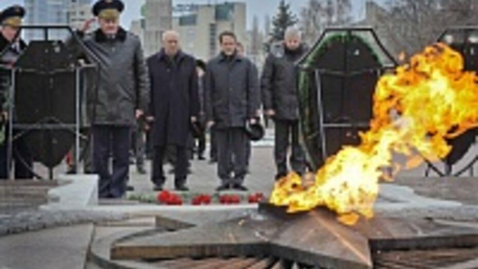 Глава региона и председатель областной думы поздравили воронежцев с Днем защитника Отечества