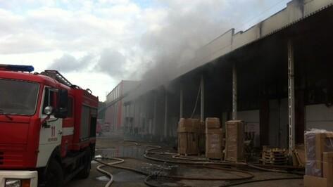 Воронежские спасатели потушили пожар на территории «Химоптторга»