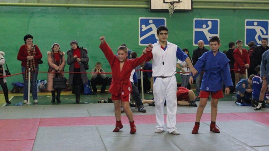 Чемпион мира по джиу-джитсу помог победить верхнемамонским самбистам