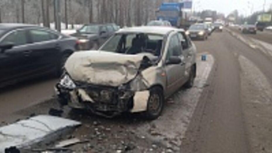 В Воронеже четыре человека пострадали в ДТП с участием четырех автомобилей