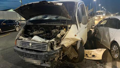 В ДТП под Воронежем пострадали мужчина и 2-летняя девочка