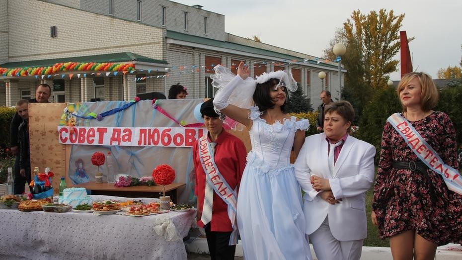 В Новохоперском районе 309-летие села Красное отметят свадьбой