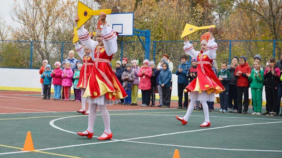 В семилукском селе открыли многофункциональную спортивную площадку