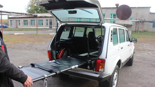 В Таловскую райбольницу поставили оборудованную носилками новую машину «Нива»