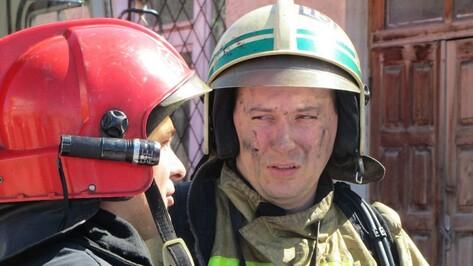 В Коминтерновском районе спасатели из-за пожара эвакуировали из многоэтажки 22 человека