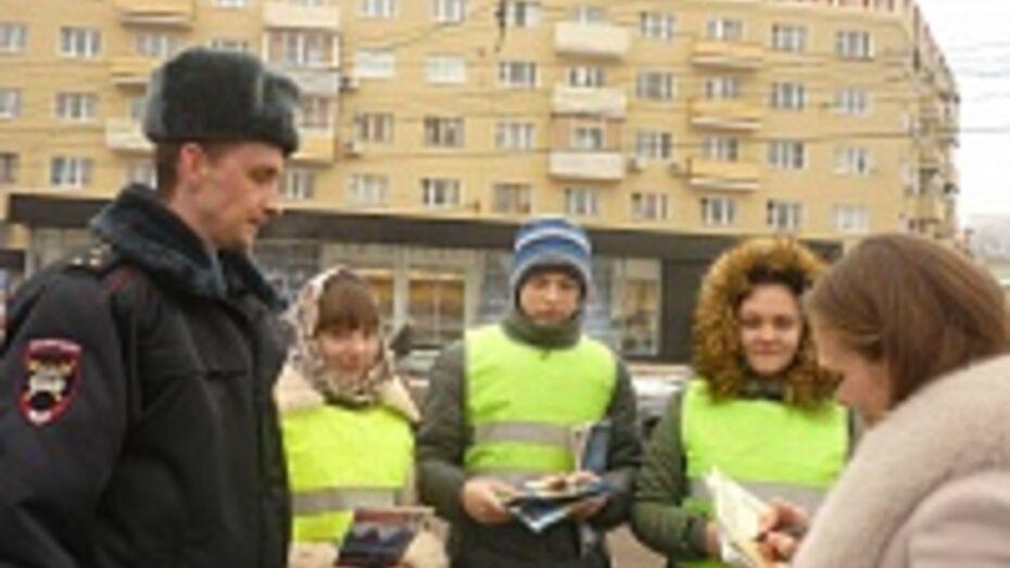 Сотрудники ДПС подарили воронежцам валентинки ручной работы