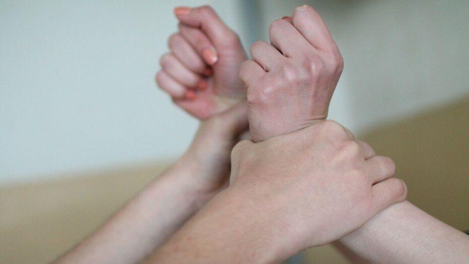 В Воронеже переодевшийся в белье и колготки жертвы насильник пойдет под суд