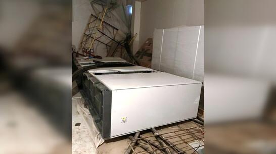 Металлический шкаф раздавил монтажника в Воронежской области