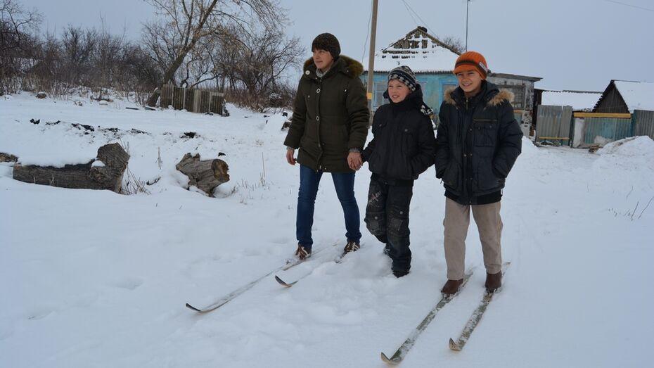В Россошанском районе снегопад изолировал многодетную семью на маленьком хуторе