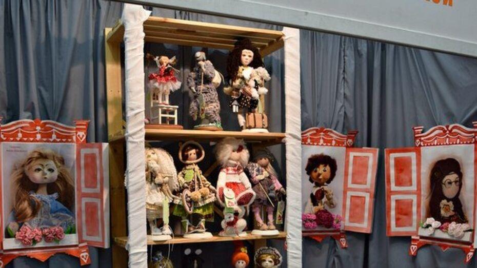 Воронежская рукодельница поучаствовала в международной выставке кукол