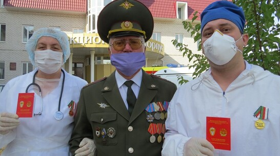 Двум лискинским врачам вручили медаль «За самоотверженность»