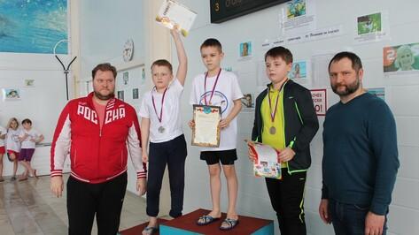 Олимпийский чемпион Денис Панкратов вручил медали борисоглебским пловцам