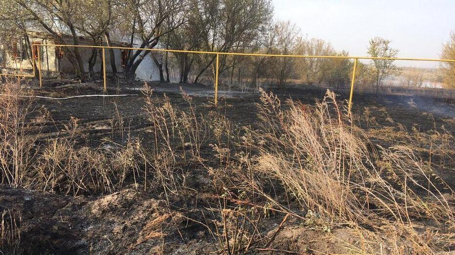 Пожар в 2 селах Богучарского района тушили в течение 11 часов