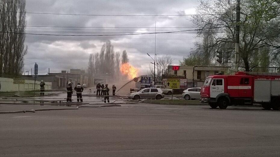 Появилось видео тушения пожара на газовой заправке в Воронеже
