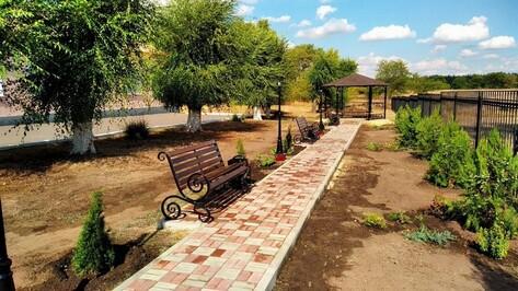 В Репьевском  районе по проекту школьника благоустроили территорию Усть-Муравлянской СОШ