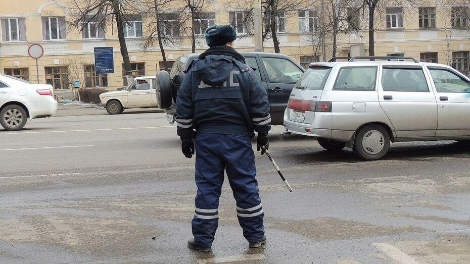 Пьяный водитель протащил по земле зацепившегося за автомобиль воронежского полицейского