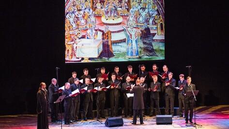 Митрополичий хор исполнил для воронежцев песнопения Великого поста с пояснениями