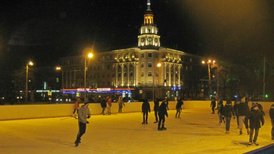 Каток на площади Ленина в первый день собрал сотни посетителей
