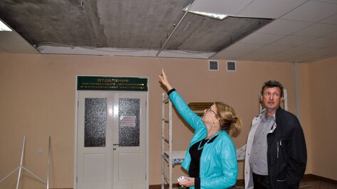 В диагностическом корпусе Лискинской райбольницы обвалился потолок