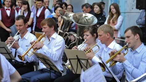 Бесплатные концерты в Кольцовском сквере Воронежа продолжатся в августе