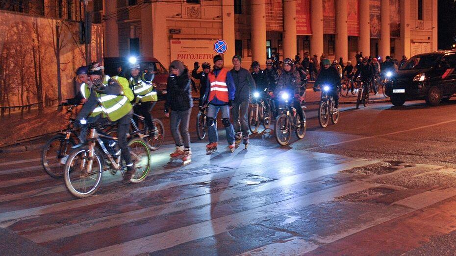 Воронежские велосипедисты поддержали «Час Земли» светящимся велопробегом