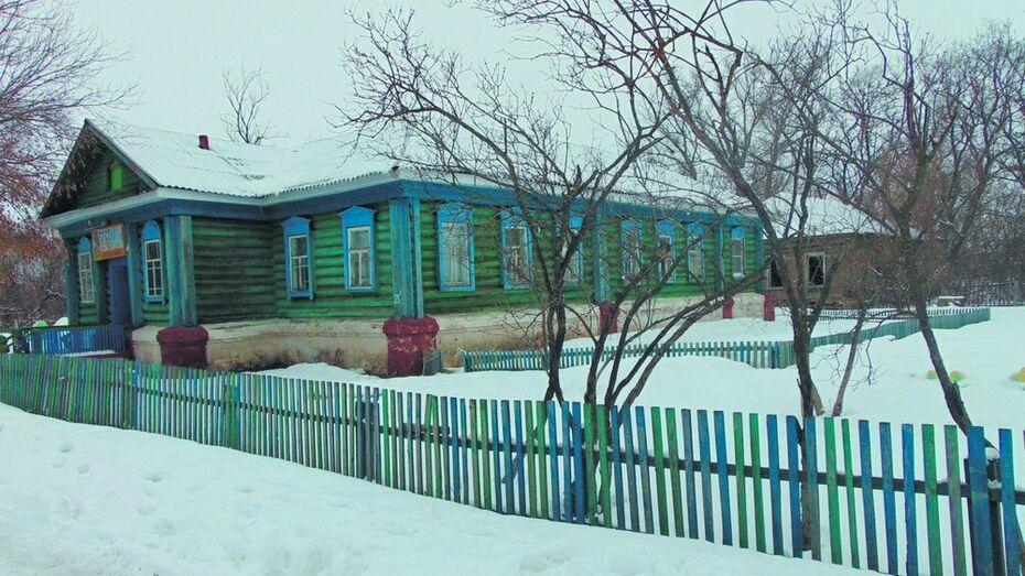 Таловская сельская библиотека получила в подарок новое здание
